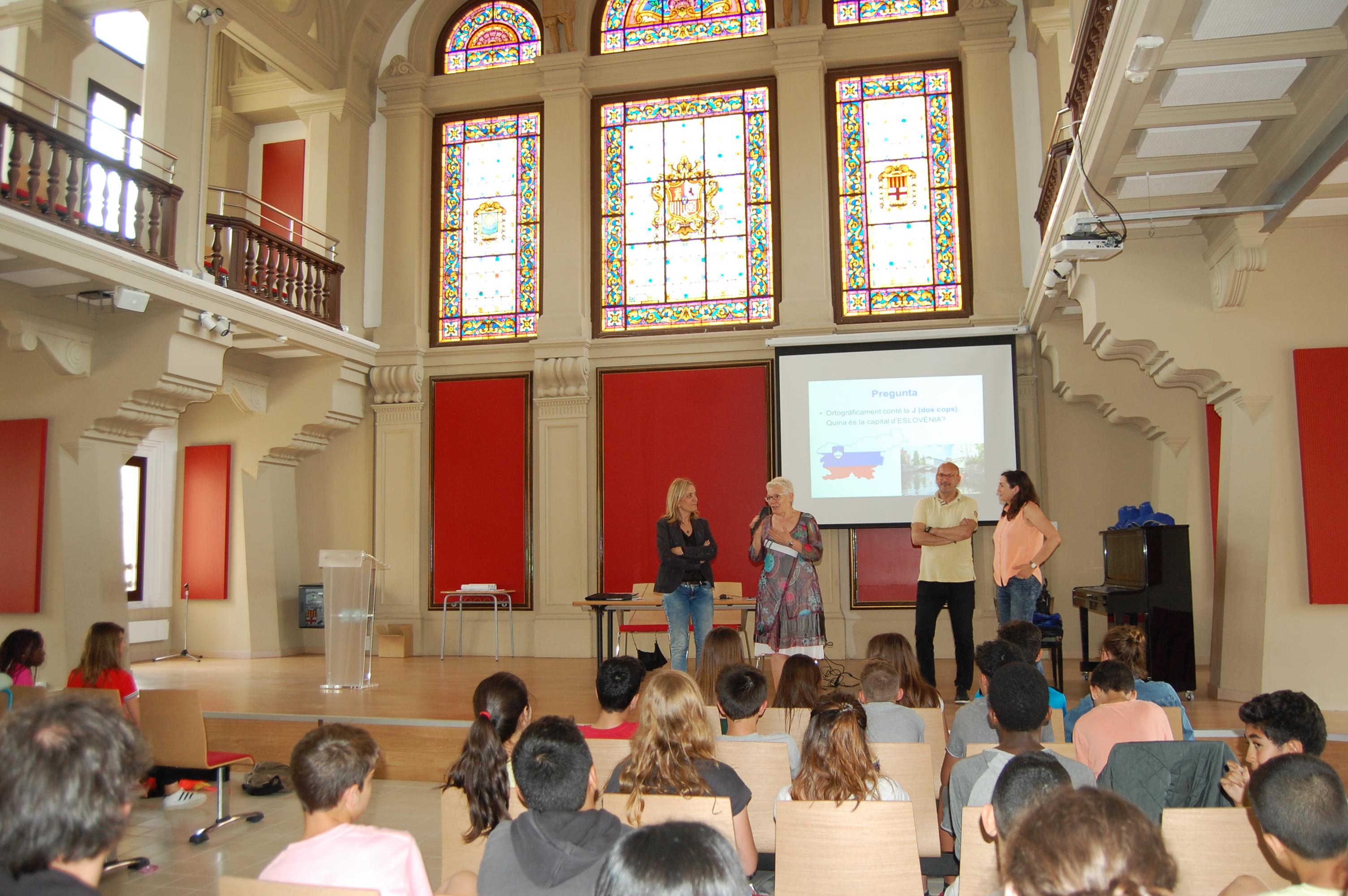 L'Institut Lluís de Peguera ha acollit el joc lúdic Passaparaula sobre la cultura europea